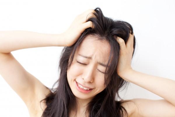 困っている女性 挫折