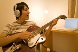 ギター 部屋 防音 ヘッドホン