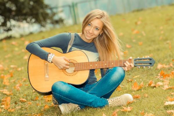 ギター 女性 初心者