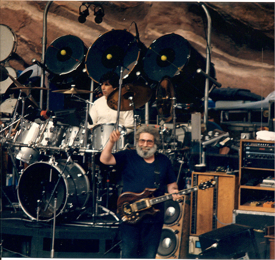 952px-Jerry-Mickey_at_Red_Rocks_taken_08-11-87